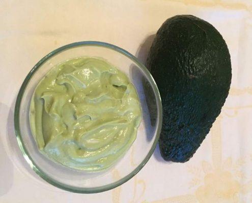 avocado-ricette-di-mina-in-cucina-kriya-yoga-evolution-busto