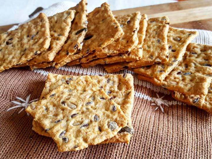 crackers-ricette di mina-mina in cucina-kriyayogaevolutio-mina formisano-fulvio falsanito-yoga busto