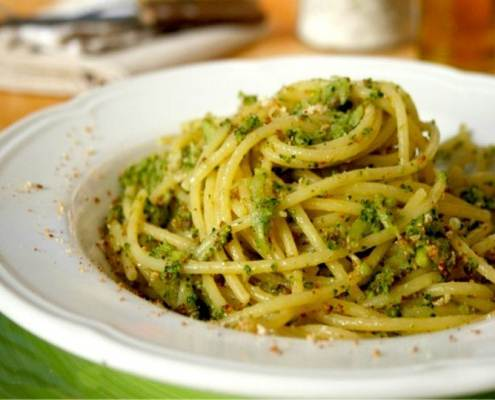 pasta con i broccoletti-mina in cucina-ricette di mina-ricette yoga-ricette vegane-cucina yoga-kriyayogaevolution-yoga busto-mina formisano-ricetta vegan