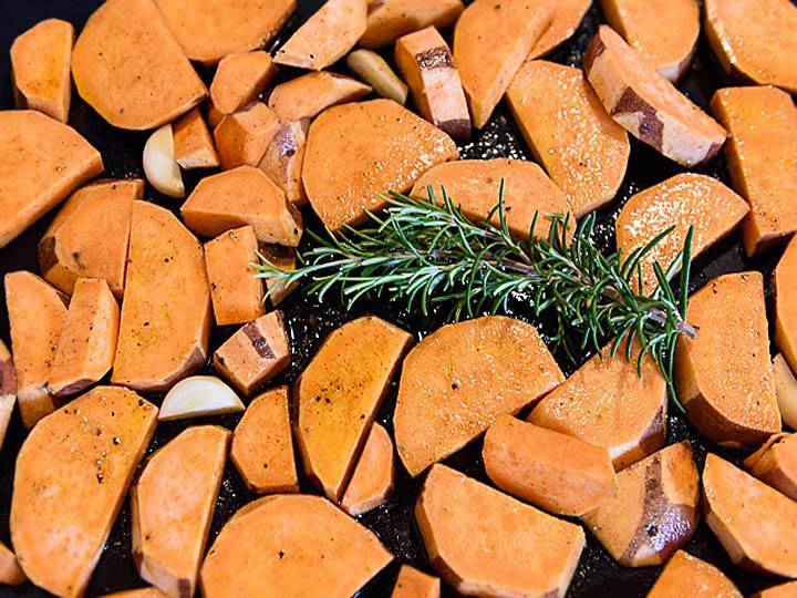 patate-dolci-al-forno-mina-in-cucina-ricette-di-mina-ricette-yoga-ricette-vegane-cucina-yoga-kriyayogaevolution-yoga-busto-mina-formisano-torta-cibi-con-spezie.jpg