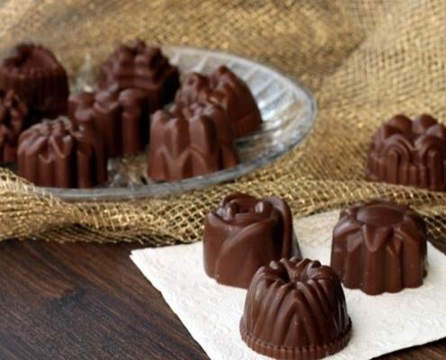 cioccolatini vegan-mina in cucina-ricette di mina-ricette yoga-ricette vegane-cucina yoga-kriyayogaevolution-yoga busto-mina formisano-torta- dolce natalizio
