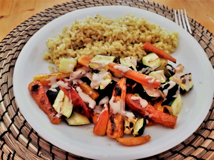 verdure al forno con salsa magica -mina in cucina-ricette di mina-ricette yoga-ricette vegane-cucina yoga-kriyayogaevolution-yoga busto-mina formisano-torta- con riso integrale
