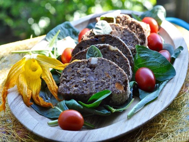 polpettone vegan-mina in cucina-ricette di mina-ricette yoga-ricette vegane-cucina yoga-kriyayogaevolution-yoga busto-mina formisano-polpettone con legumi
