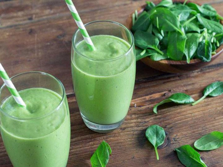 green smoothie-mina in cucina-ricette di mina-ricette yoga-ricette vegane-cucina yoga-kriyayogaevolution-yoga busto-mina formisano-frullato da bere