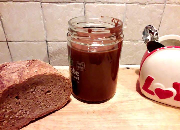 nutella veg-mina in cucina-ricette di mina-ricette yoga-ricette vegane-cucina yoga-kriyayogaevolution-yoga busto-mina formisano-crema al cioccolato